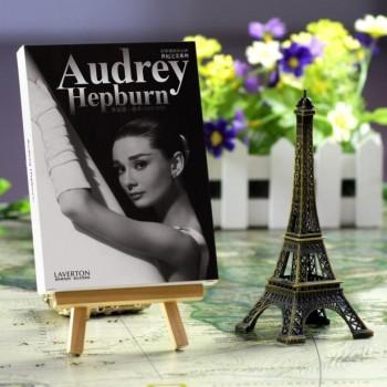 Audrey Hepburn (30 postcards, 14.2*10.2 сm)