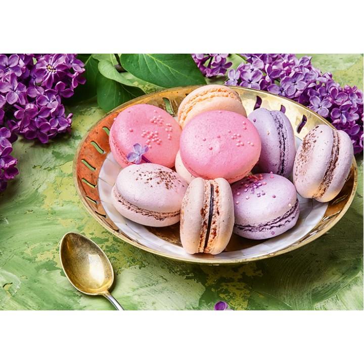 Lilac-pink macaroons