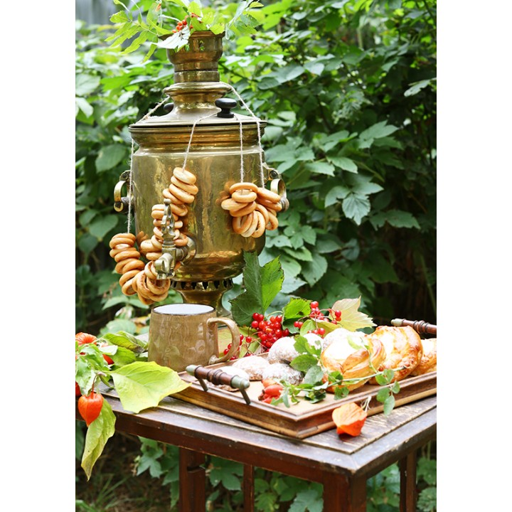 Samovar and pastries